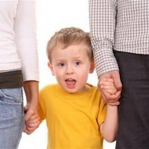 Чем отличается опекун от усыновителя