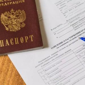 Заявление подается в мировой суд по месту прописки заявителя либо должника.