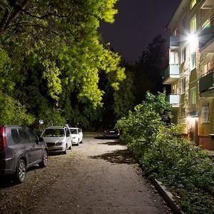 Освещение двора и придомовой территории: кто отвечает за соблюдение норм освещения дворов