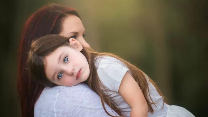 можно ли усыновить ребенка одинокой женщине