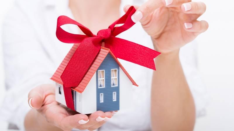 Можно ли дарить квартиру и кто и как может это сделать