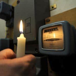Отключили свет за неуплату: что делать при ограничении подачи электроэнергии