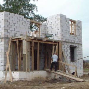 Что такое монолитно-кирпичный дом, его плюсы и минусы