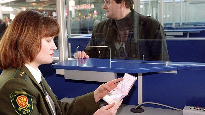 Как выехать из России за границу с долгами