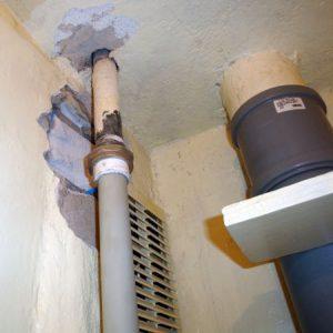 Кто должен менять трубы стояков в квартире многоквартирного дома