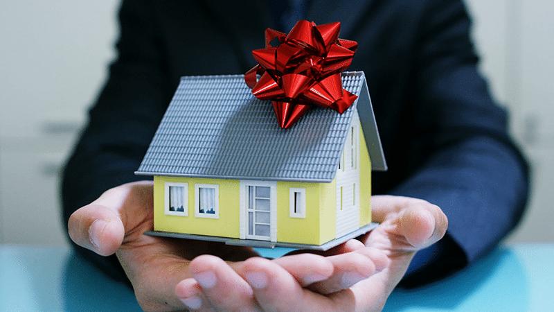 Дарение квартиры супругу приобретенную в браке